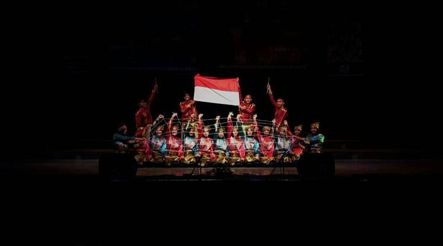 Rampoe UGM menampilkan Tarian Aceh di Ceko