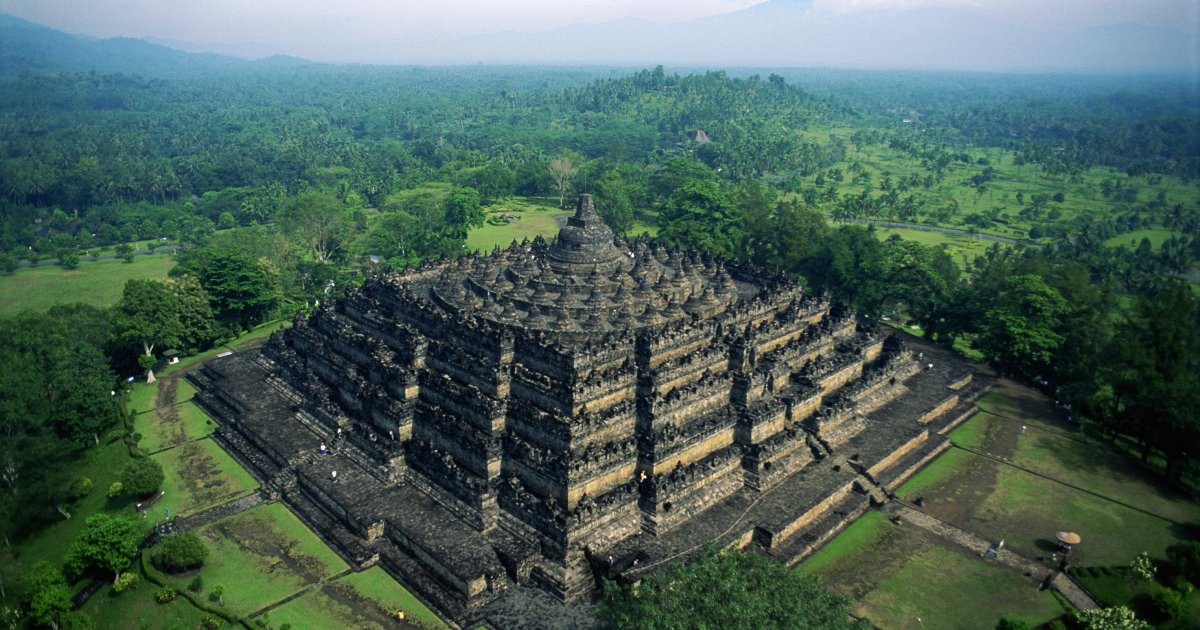 bukti INDONESIA negara kaya akan budaya