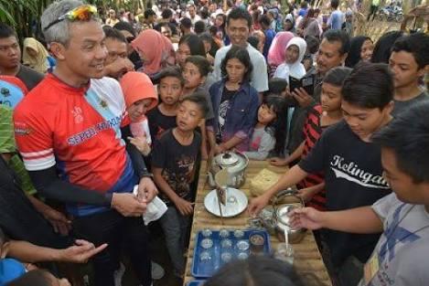 Kunjungan Gubernur Jawa Tengah, Ganjar Pranowo ke Pasar Papringan