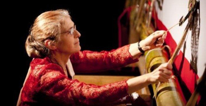 Helen Pausacker, dalang perempuan yang 'langka' asal Australia (foto: beritamandiri.co)