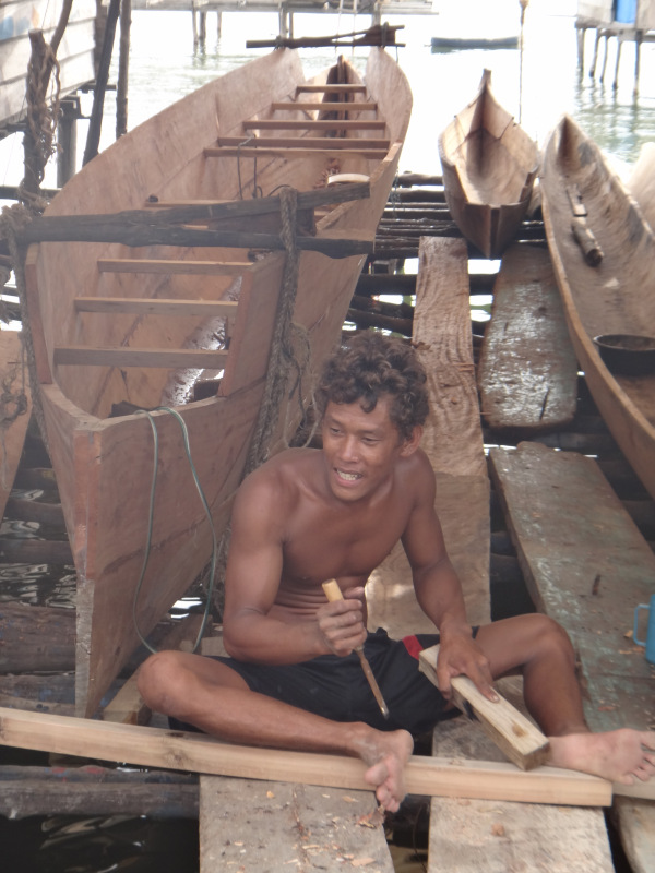 Kegiatan membuat perahu
