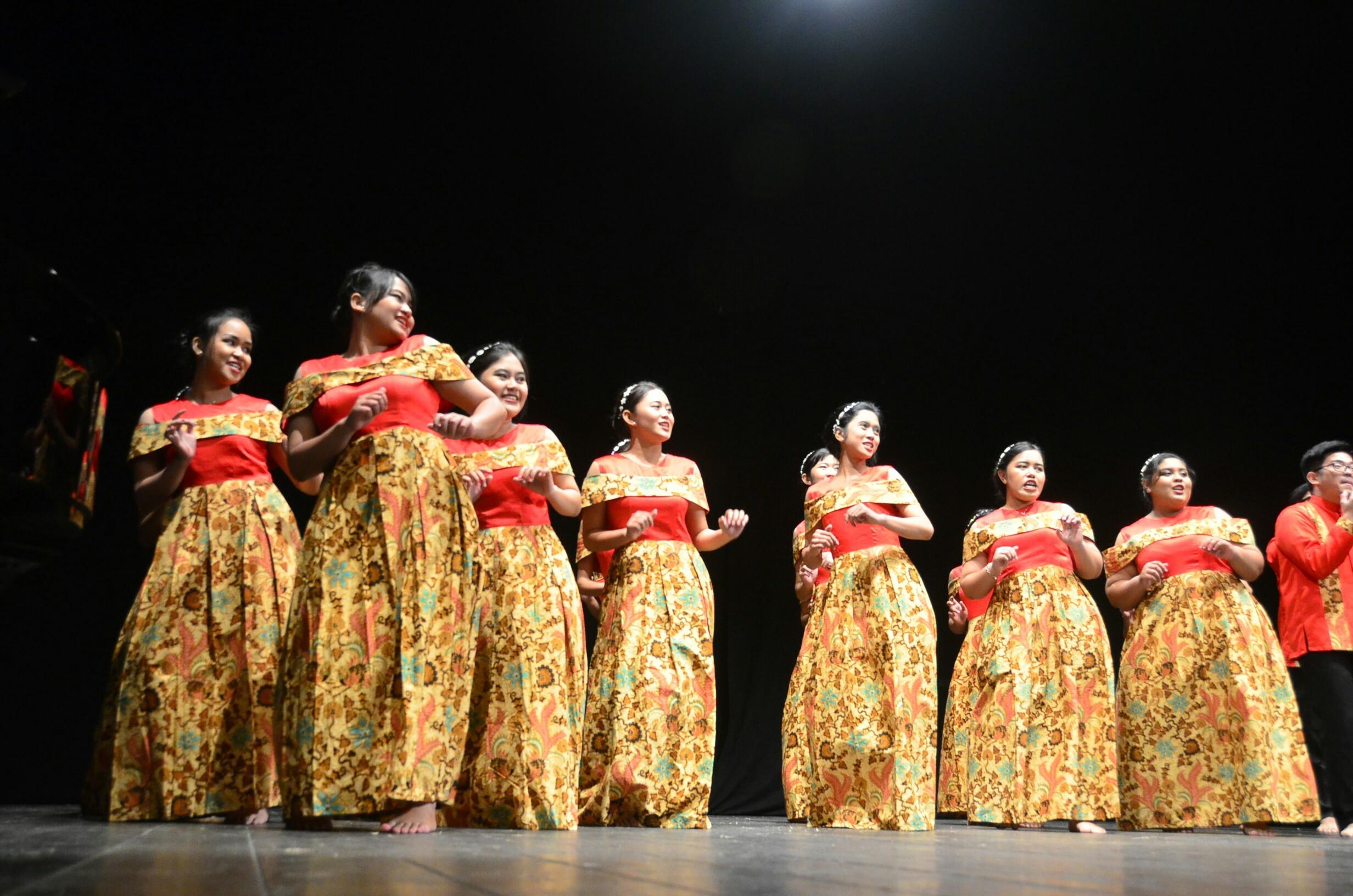 PSM Unika Soegijapranata Semarang pada saat membawakan lagu Hela Rotane di 11th Rimini International Choral Festival (RICC) Italia