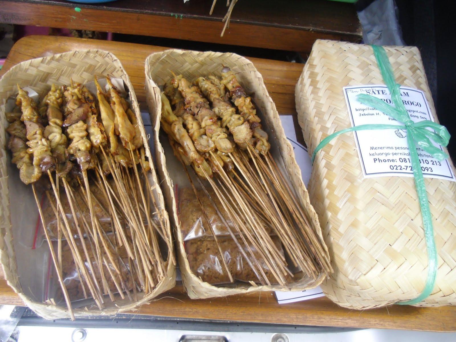 Sate ponorogo yang dibungkus dengan besek. sate-ponorogo.blogspot.com