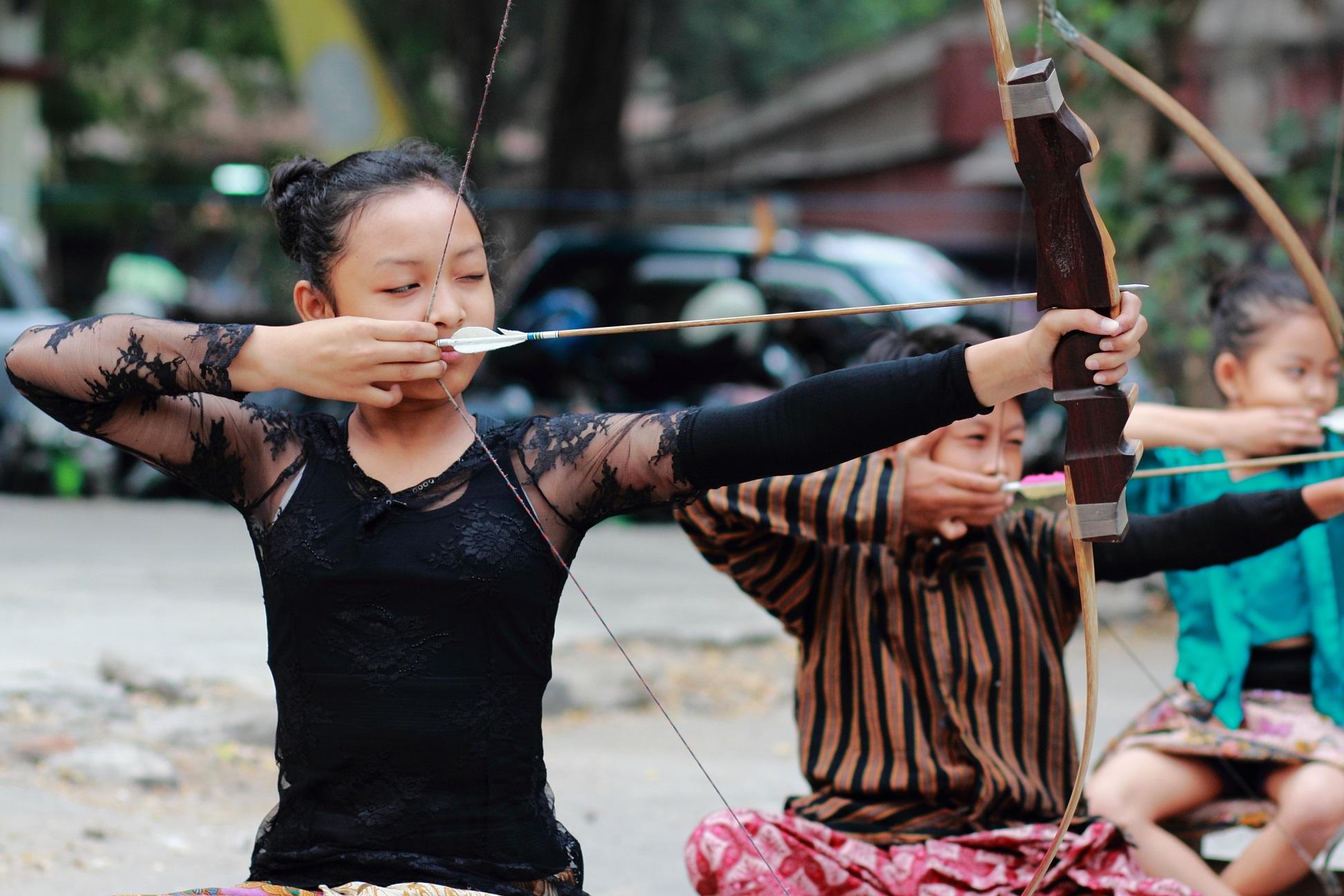 Permainan Jemparingan yang dimainkan oleh anak-anak. tapakasmo.com