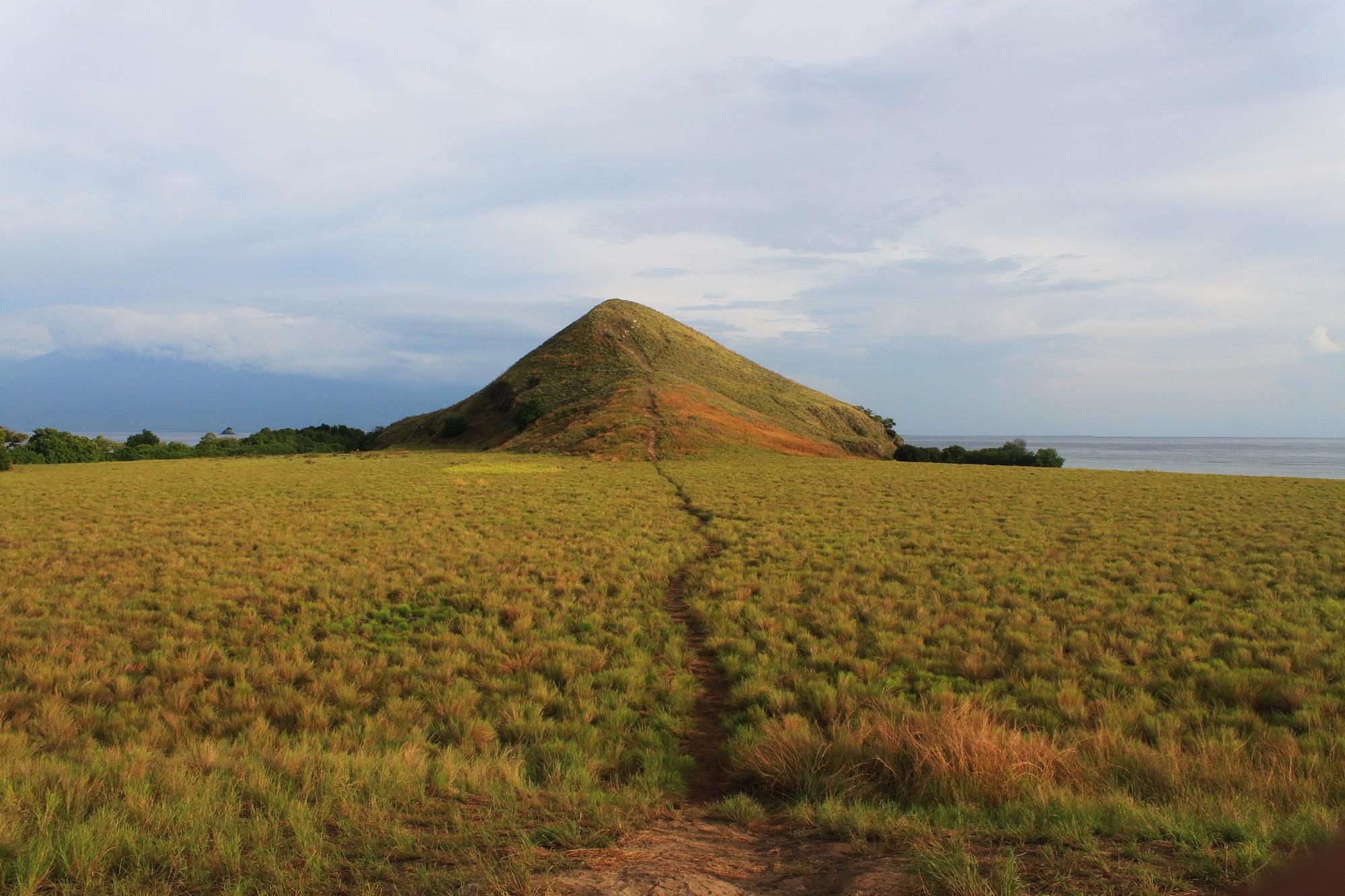 Bukit Fotoable di Pulau Kenawa