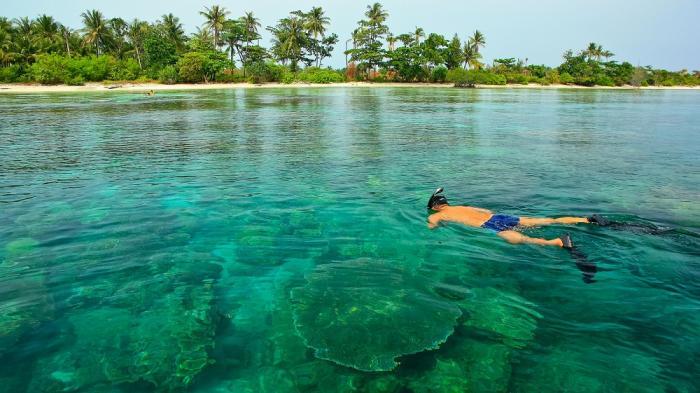 Tunda, adalah sebuah pulau kecil yang terletak di Laut Jawa, yakni di sebelah utara Teluk Banten. Secara administratif, pulau ini termasuk dalam wilayah Kabupaten Serang, Banten.