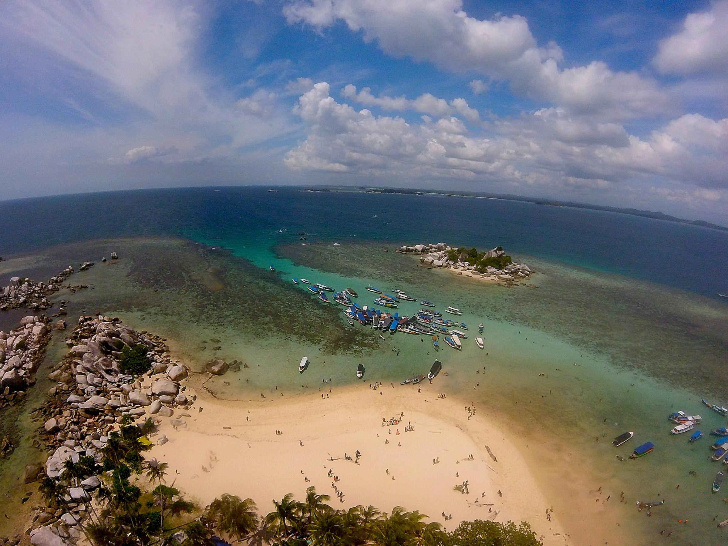 Belitung dari Ketinggian di Mercusuar Pulau Lengkuas