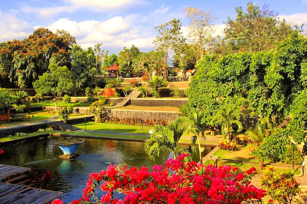 Wisata kota Taman Narmada | Foto: alisei-net/tripadvisor.com