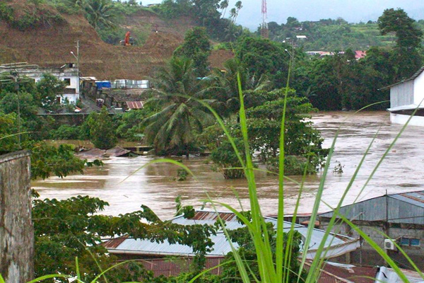 Banjir yang merusak pemukiman warga di Manado