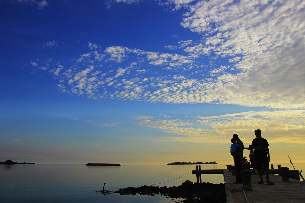 Pantai dan Dermaga Hadirin merupakan salah satu potensi alam Kemujan