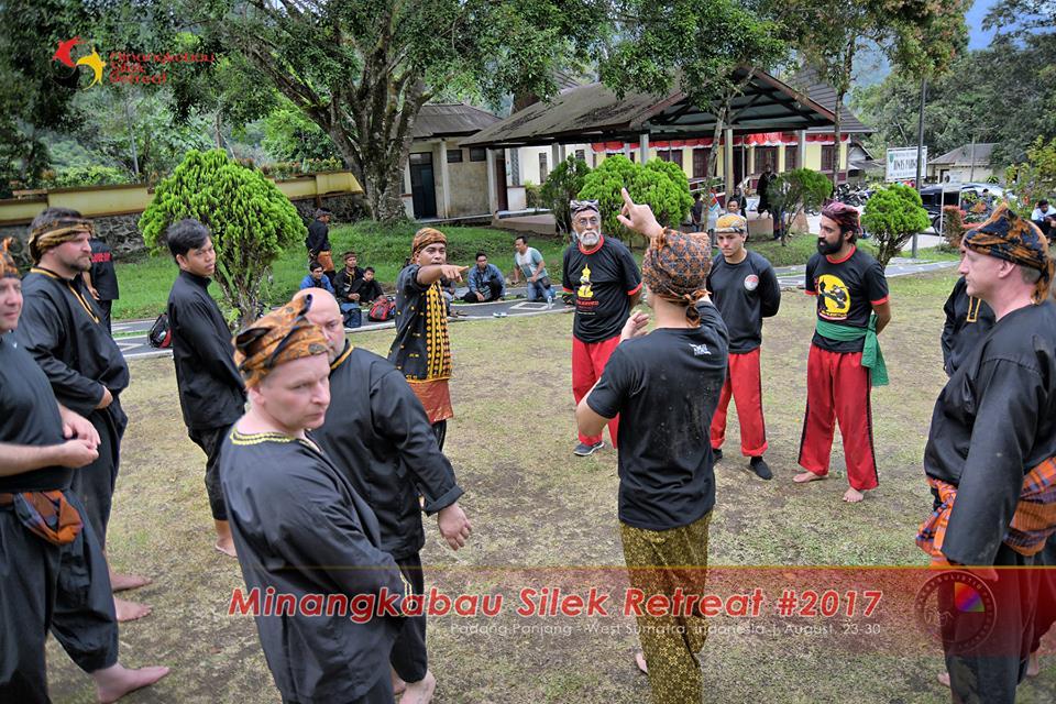Masyarakat Internasional dalam Silek Tradisi Minangkabau. Bahkan telah mempelajari langsung ke ranah minang sebagai tanah silek itu sendiri.