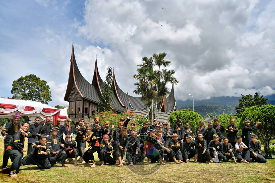 Para pelaku, penggiat, pemerhati, pecinta hingga masyarakat Silek Tradisi Minangkabau yang tergabung dalam MINANGKABAU SILEK RETREAT