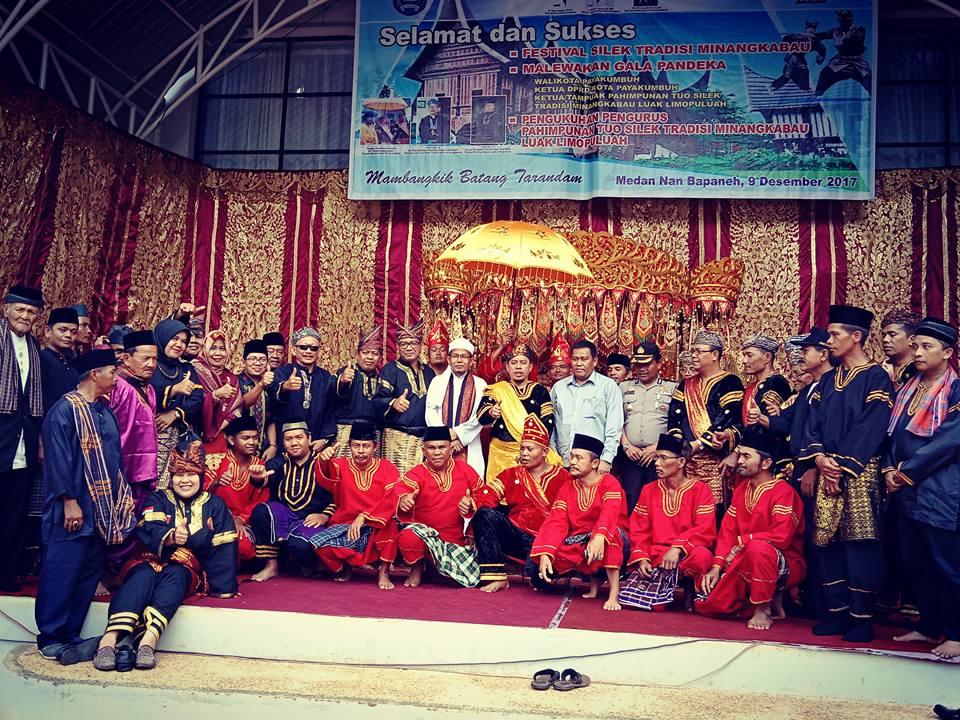 Para pelaku, penggiat, pemerhati, pecinta hingga masyarakat Silek Tradisi Minangkabau yang tergabung dalam PAHIMPUNAN SILEK TRADISI MINANGKABAU