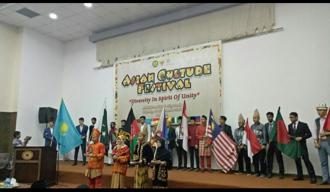 Para Delegasi yang berasal dari sembilan negara berpose bersama.