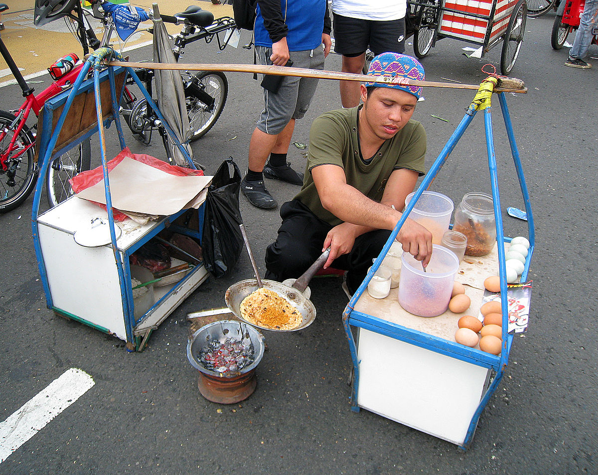 Penjual kerak telor | Foto: wikipedia.org