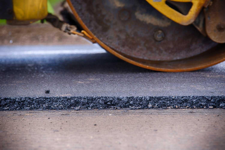 Proses pengerasan aspal dengan tandem roller | Fot: Buntara.com