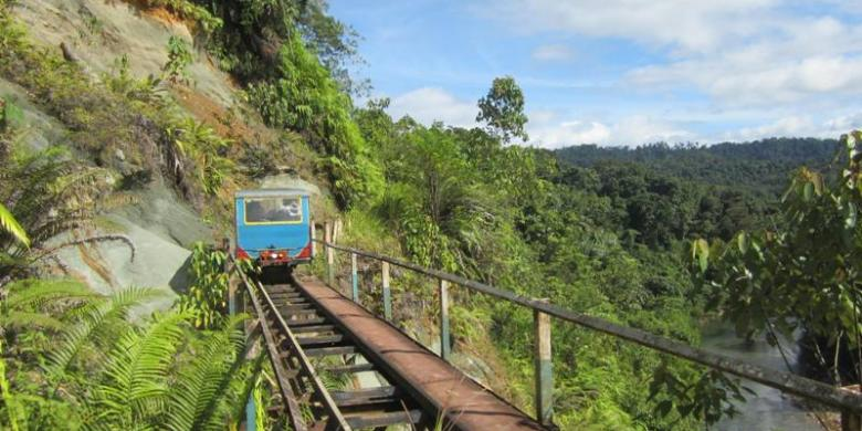 Molek, moda transportasi yang menjadi akses menuju Lebong Tandai (sumber : kompas.com)