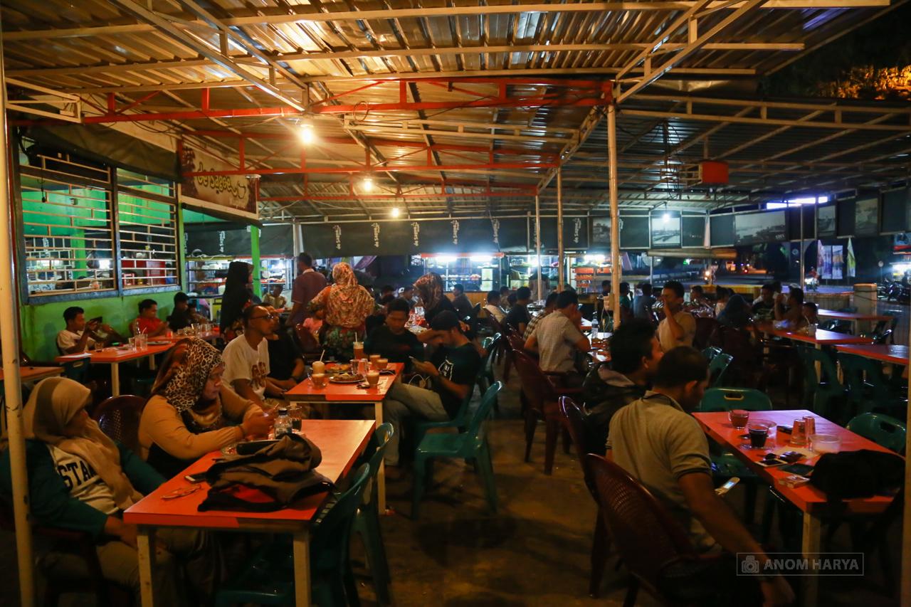 Suasana Kedai Kopi di Kota Sabang, Aceh ( cr : Anom Harya)