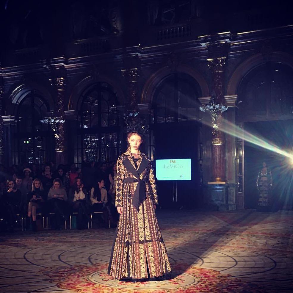 salah satu penampilan tenun NTT di Paris Fashion Week beberapa waktu lalu (defrico_audy)