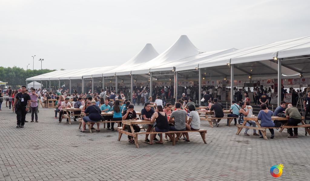 suasana pengunjung di World Street Food Congress 2017 (ourawesomeplanet.com