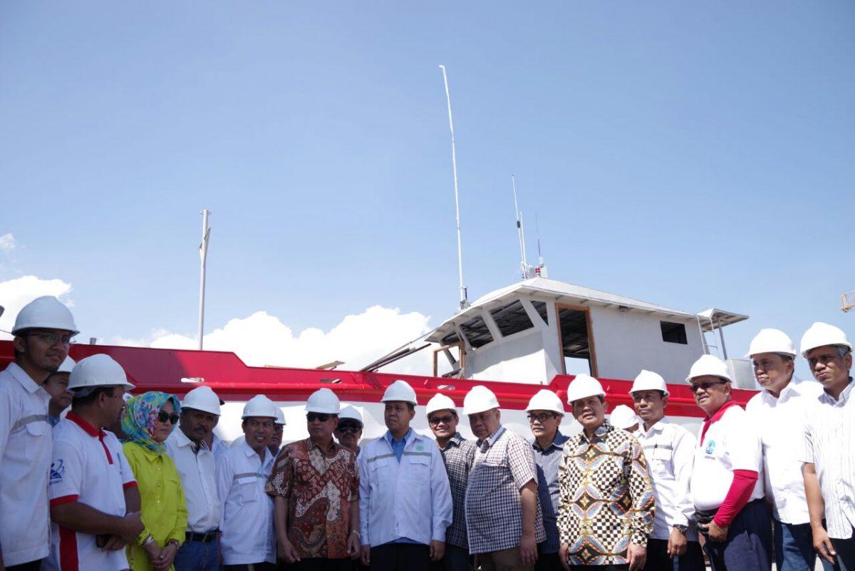 Menristekdikti, Mohammad Nasir ketika melakukan peninjauan proyek Kapal Pelat Datar di Makassar, beberapa hari lalu. (ristekdikti.go.id)