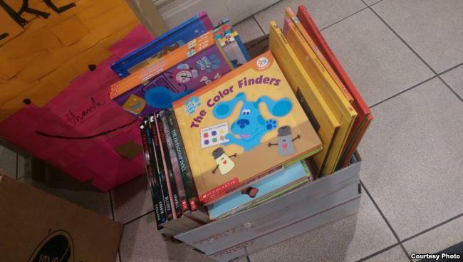 """Buku - buku yang dikumpulkan dalam proyek """"Buku Terbang"""""""
