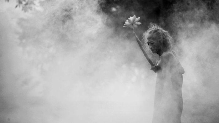 Film bisu yang menonjolkan budaya mistis di Indonesia ini ditampilkan dalam konsep hitam putih (australiaplus.com)