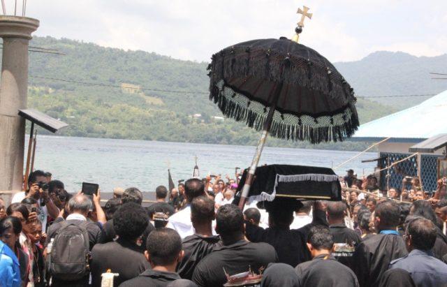 Perarakan Arca Tuan Meninu di Laut (katoliknews.com)