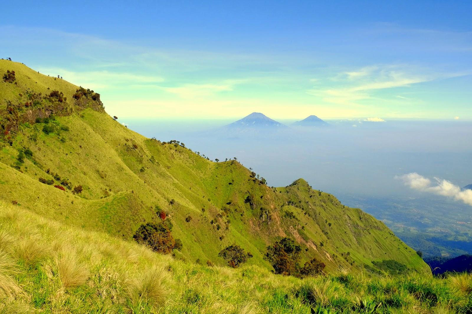 Beberapa gunung yang terlihat dari puncak Merbabu (source : Jemmy Effendy)