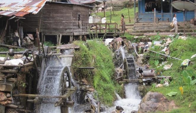 Kincir air peninggalan Belanda yang masih berfungsi hingga saat ini (sumber : boombastis.com)