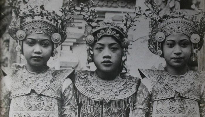 I Wayan Rindi (tengah), bersama rekan - rekannya (sumber : pinterest.com)