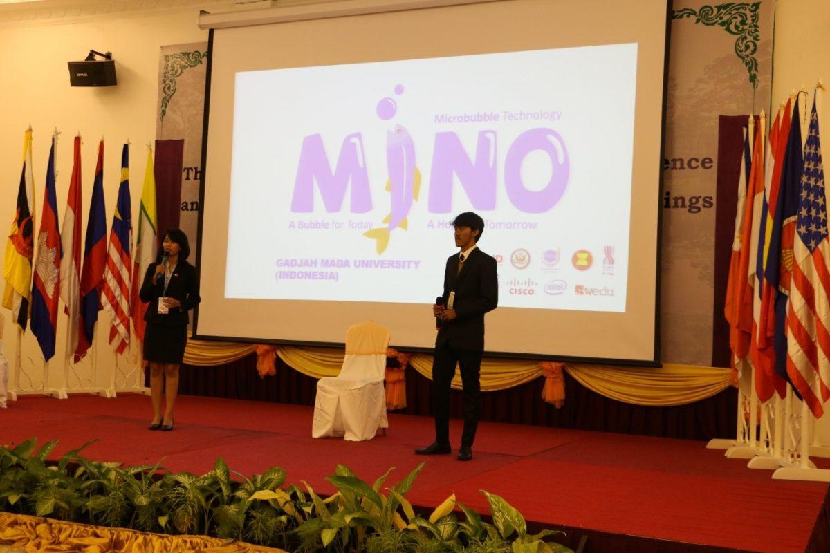 Tim MINO ketika mempresentasikan hasil karya mereka pada kompetisi YSEALI di Kamboja, beberapa waktu yang lalu (ristekdikti.go.id)