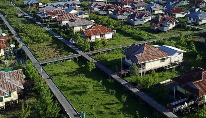 dengan mitos kutukan seorang pastor, kota ini berdiri di atas papan (sumber : boombastis.com)