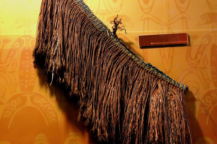 Penutup dada untuk perempuan Suku Asmat. Rajutan yang berasal dari alam (sumber : indonesiakaya.com)