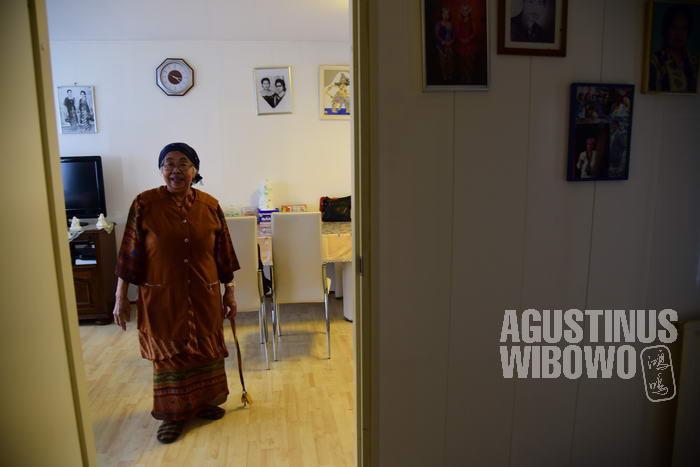 Saat ini, ia menikmati hari tuanya di Belanda, sembari sesekali menjalankan praktek bila ada yang membutuhkan (©agustinuswibowo.com)