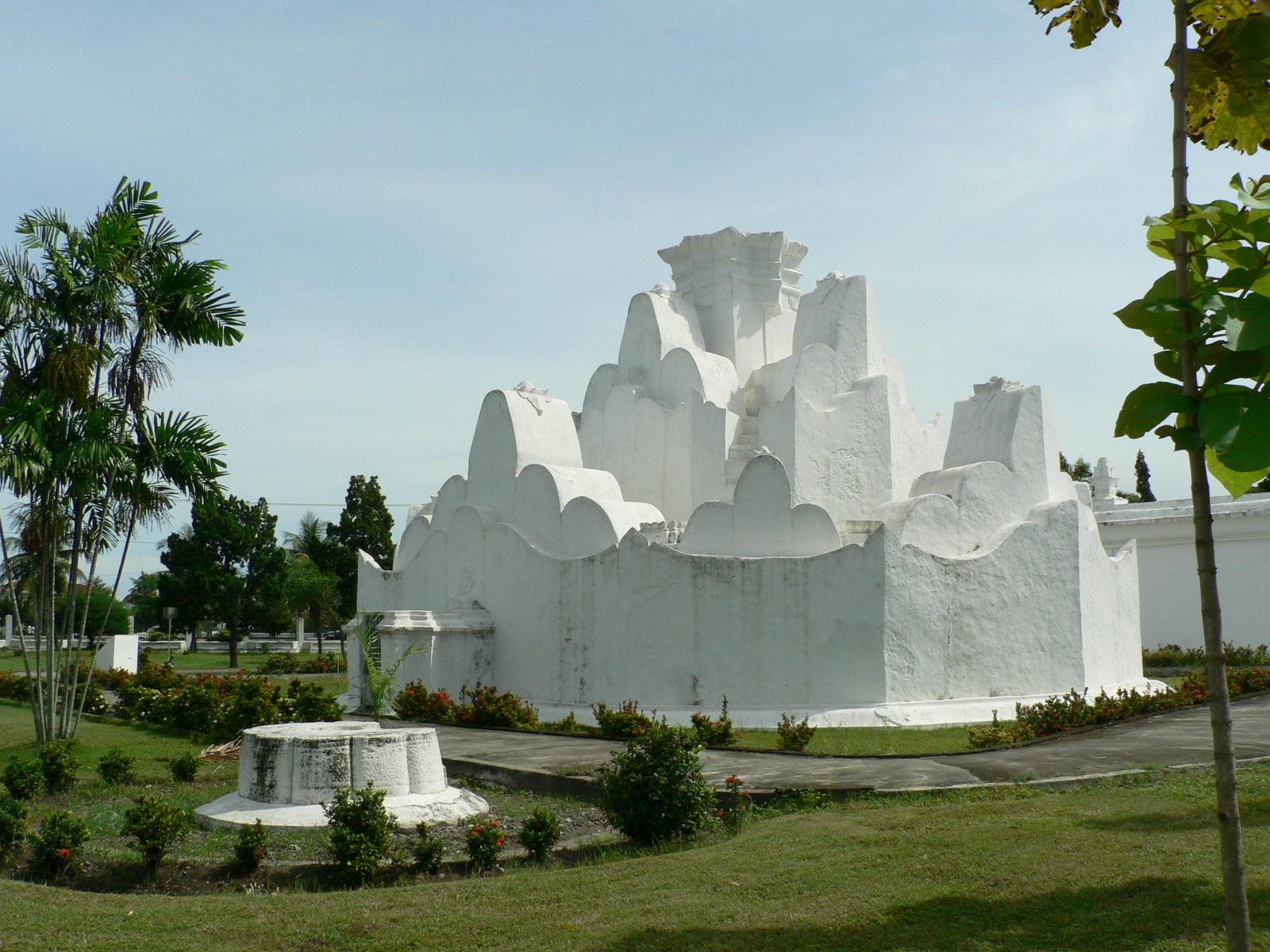Bentuknya merepresentasikan daerah pegunungan tempat Putroe Phang berasal (brothers-grouop-eng.com)