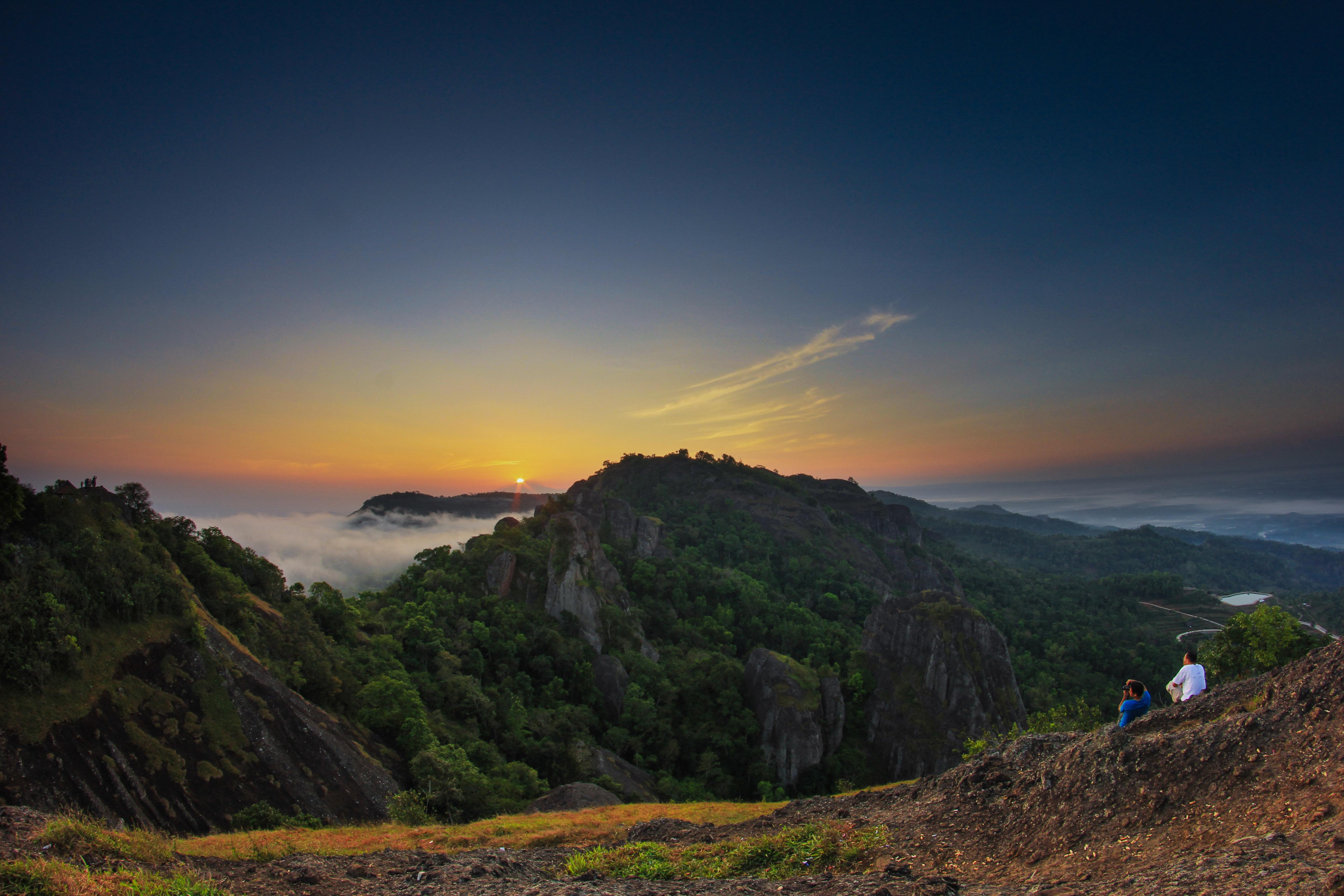 Gunung Pruba, salah satu primadona Desa Wisata Nglanggeran (wisata.gunungkidulkab.go.id)