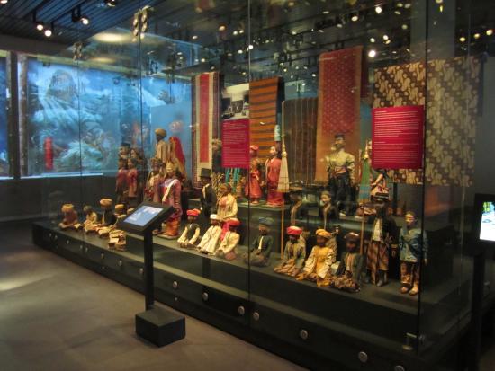Beberapa koleksi Indonesia di Volkenkunde Museum ( tripadvisor.com)