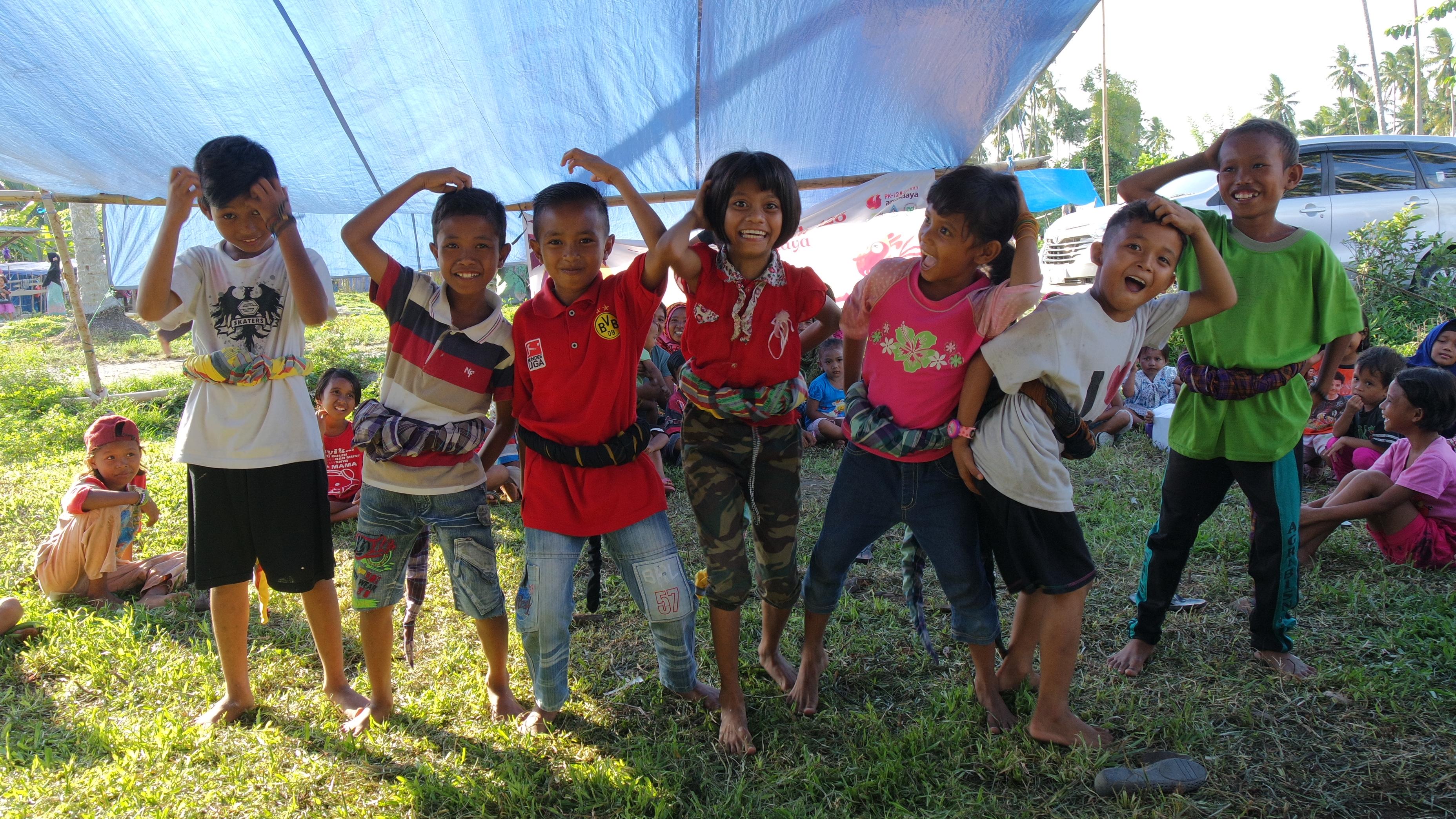 Keceriaan para aak - anak dalam mengikuti kegiatan di Posko Pengungsian (©Panrita Arundaya)