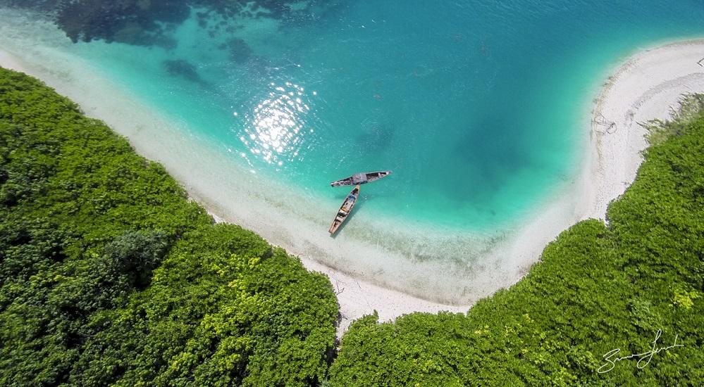 Pulau Enggano (sumber : brucelevick.com)