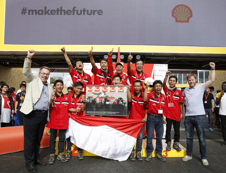 Tim Bumi Siliwangi ketika menjadi juara dalam ajang Shell - Eco Marathon Drivers World Championship di London, Juli 2016 lalu (sumber : autonetmagz.com)