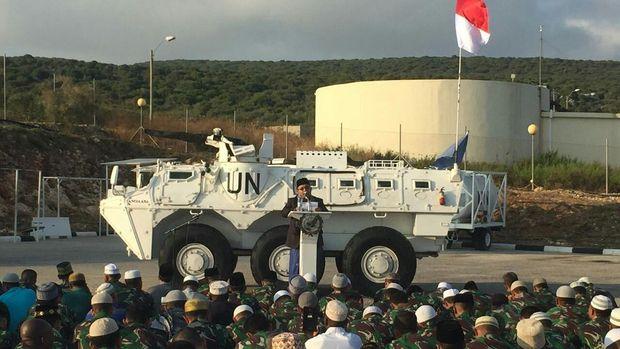 Prajurit Garuda Unifil 2016 saat menggelar Salat Idul Fitri di Lebanon. (Dok. Istimewa TNI)
