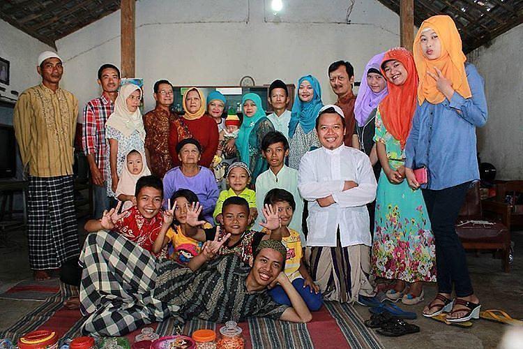 Tujuan dari mudik yang utama adalah untuk bersilahturahmi dengan keluarga besar yang kini tinggal terpisah-pisah dan berkumpul semua dirumah nenek di Kota Malang I @hendyfight
