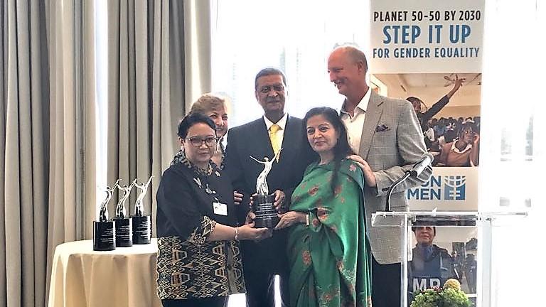 Menlu RI saat menerima penghargaan dari UN Women dan PGF I Foto: kemlu.go.id