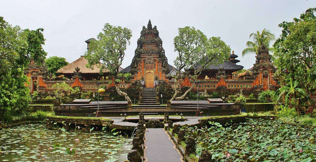 Istana Puri Saren di Ubud