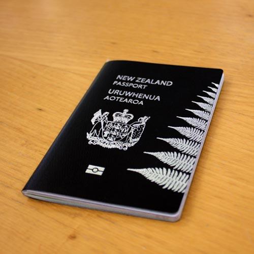 warna sampul paspor Selandia Baru. foto: teara.govt.nz