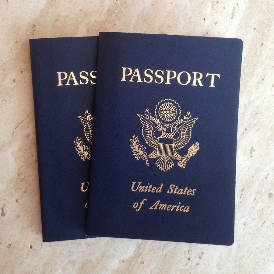 warna sampul paspor Amerika Serikat. foto: travelobservers.com