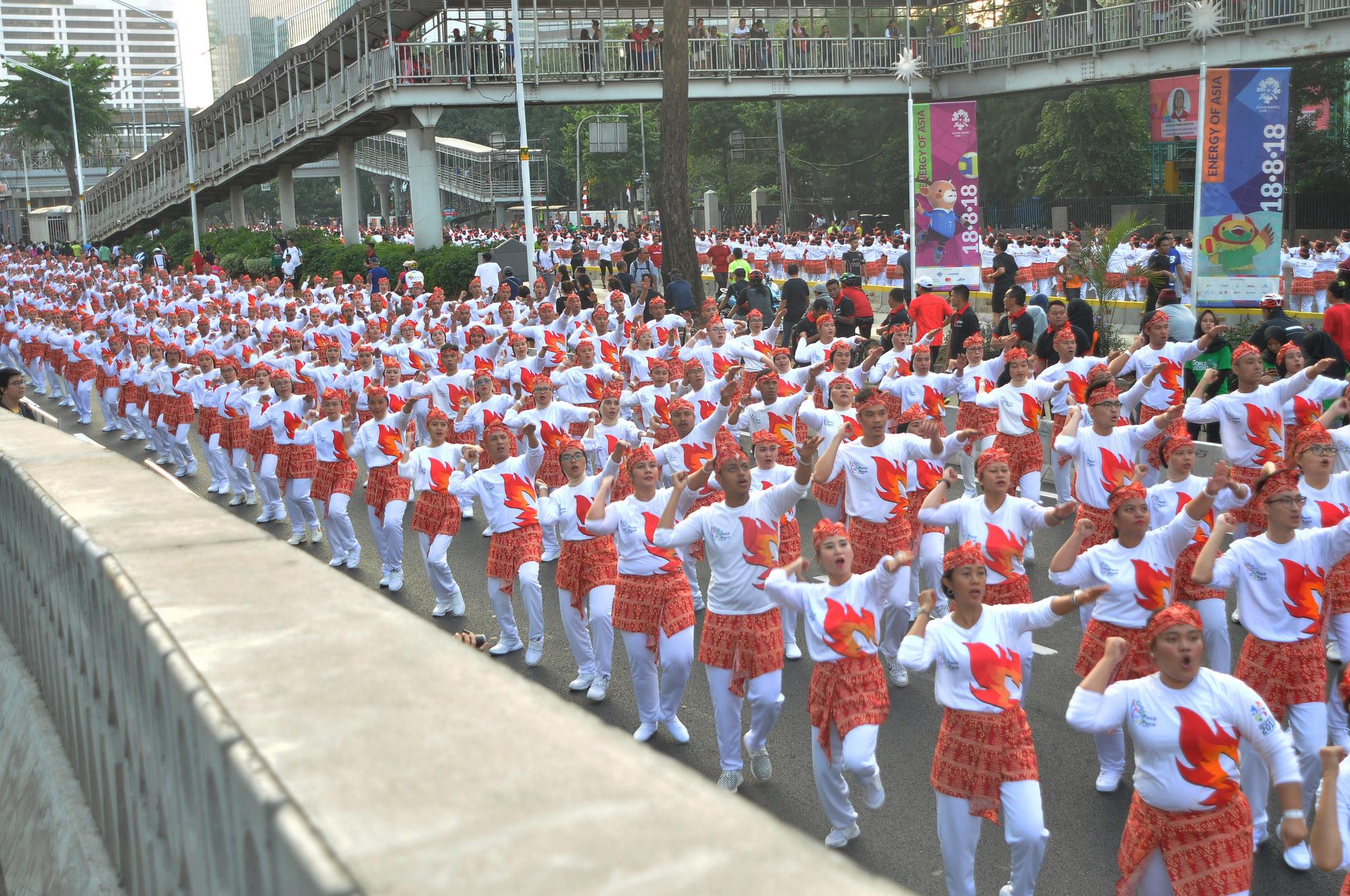 Dokumentasi pemecahan rekor dunia Tari Poco Poc Terbesar pada acara Car Free Day ASEAN | Foto : ASEAN