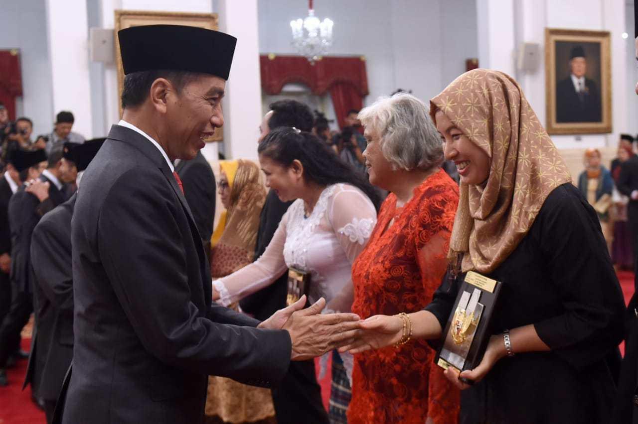 Anugerah Pahlawan Nasional kepada 6 tokoh diterima oleh para ahli waris di Istana Negara. | Foto : Portaltiga.com