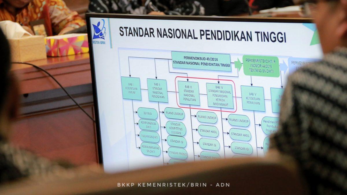 Menteri Bambang mengungkapkan, terdapat 21 perguruan tinggi yang berhasil meningkatkan klaster penelitiannya sehingga masuk pada Klaster Mandiri pada periode penilaian tahun 2016-2018. | Foto : Ristek/BRIN